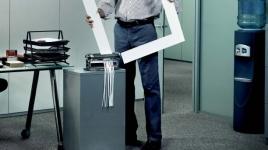 """Cartel: """"En la oficina"""" El empleo nos hace iguales"""