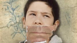 """Cartel: """"Niño"""" Tus prejuicios son las voces de otros"""
