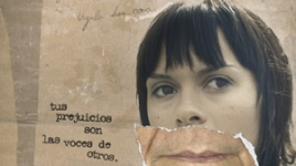 """Cartel: """"Chica"""" Tus prejuicios son las voces de otros"""